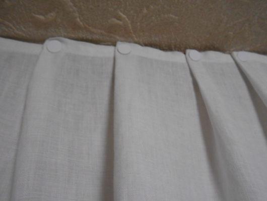 画鋲でカーテン