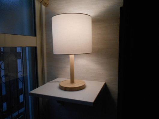 テーブルランプ 点灯